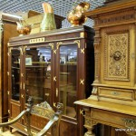 Старинная мебель - шкаф